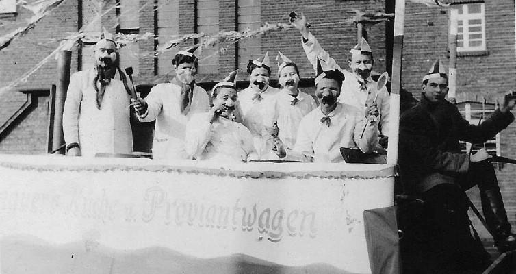 Karneval um 1950, Rievkooche bei Friedsams (Josef Zündorf als Fahrer) - zur Verfügung gestellt von Josef Zündorf