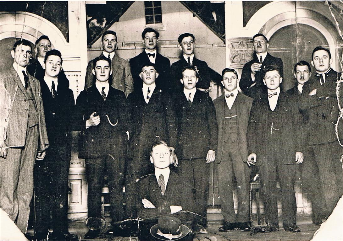 Theatergesellschaft Rheinperle im Saale Schaff 1923 (Foto von Anni Hinz)